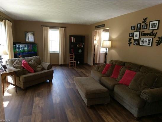 Colonial, Single Family - Berea, OH (photo 3)