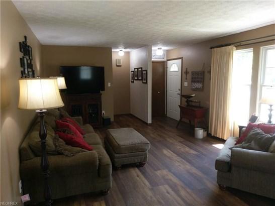 Colonial, Single Family - Berea, OH (photo 4)