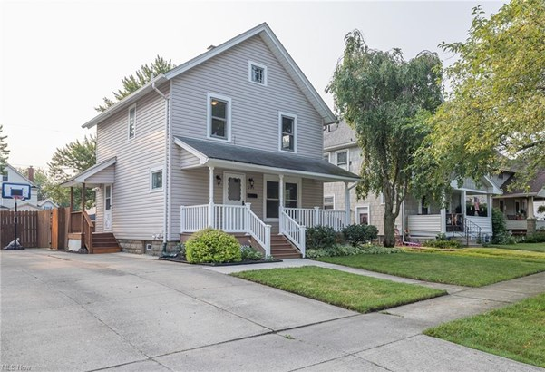 Colonial, Single Family - Elyria, OH