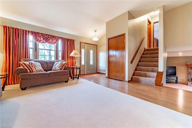 Split Level, Single Family - Olmsted Falls, OH (photo 3)