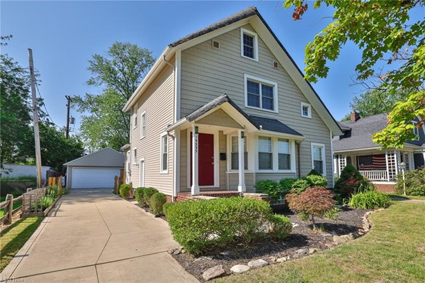 Colonial, Single Family - Rocky River, OH