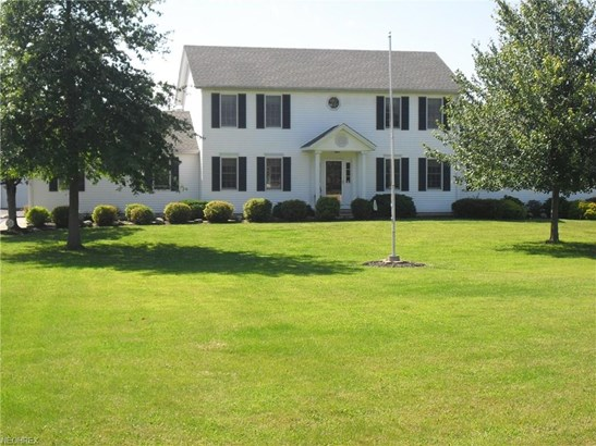 Colonial, Single Family - Vermilion, OH (photo 1)