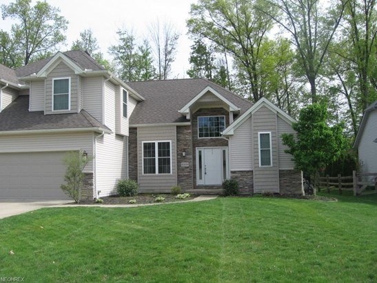 Colonial, Single Family - Strongsville, OH (photo 2)