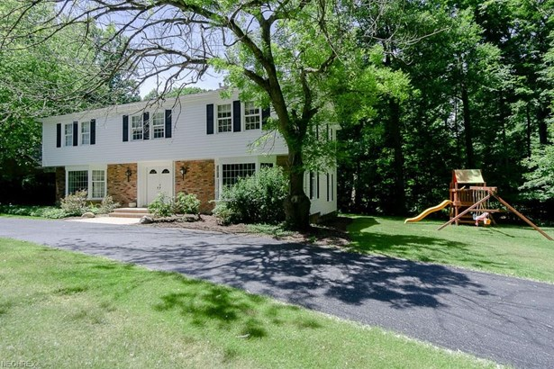 Colonial, Single Family - Moreland Hills, OH (photo 1)