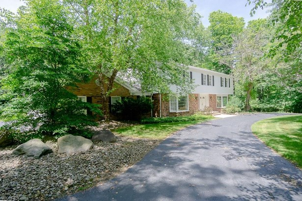 Colonial, Single Family - Moreland Hills, OH (photo 2)