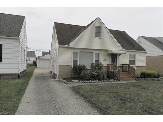 Bungalow,Cape Cod, Single Family - Cleveland, OH (photo 2)