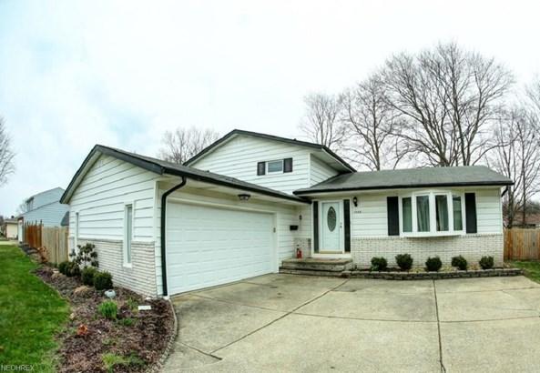 Split Level, Single Family - Brunswick, OH (photo 2)