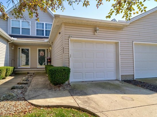 Cluster Home, Single Family - Elyria, OH