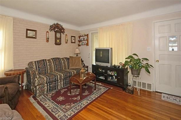 Cape Cod, Single Family - Garfield Heights, OH (photo 2)
