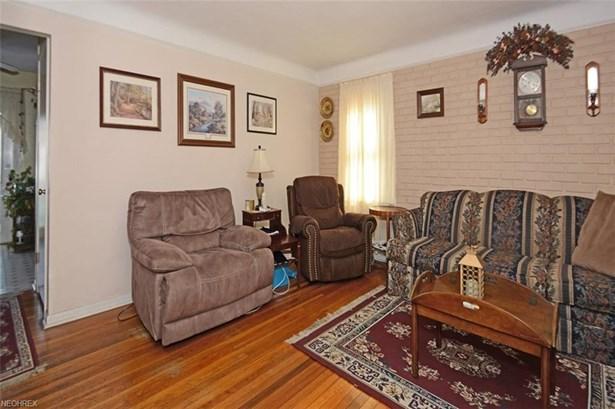 Cape Cod, Single Family - Garfield Heights, OH (photo 3)