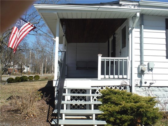 Ranch, Single Family - Bedford, OH (photo 2)