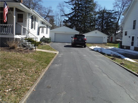 Ranch, Single Family - Bedford, OH (photo 4)