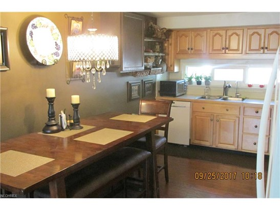 Ranch, Single Family - North Olmsted, OH (photo 2)
