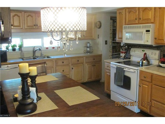 Ranch, Single Family - North Olmsted, OH (photo 3)