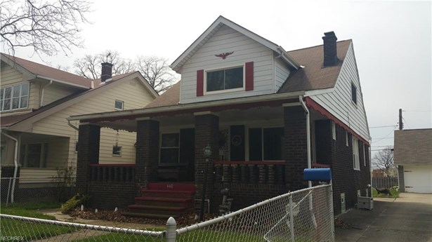 Colonial, Single Family - Cleveland, OH (photo 2)