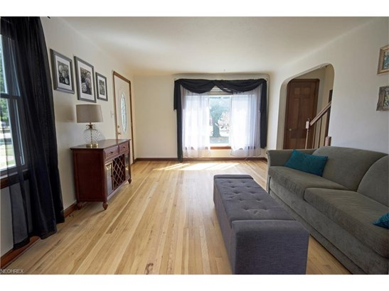 Colonial,Half Duplex,Townhouse, Single Family - Brooklyn, OH (photo 4)