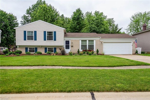 Split Level, Single Family - Olmsted Township, OH (photo 1)