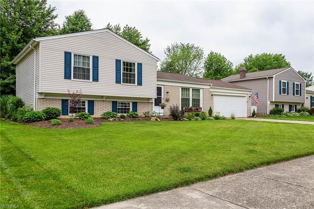 Split Level, Single Family - Olmsted Township, OH (photo 2)