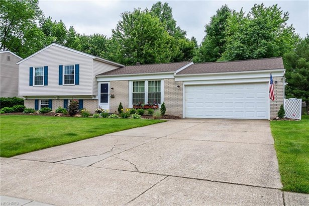 Split Level, Single Family - Olmsted Township, OH (photo 3)