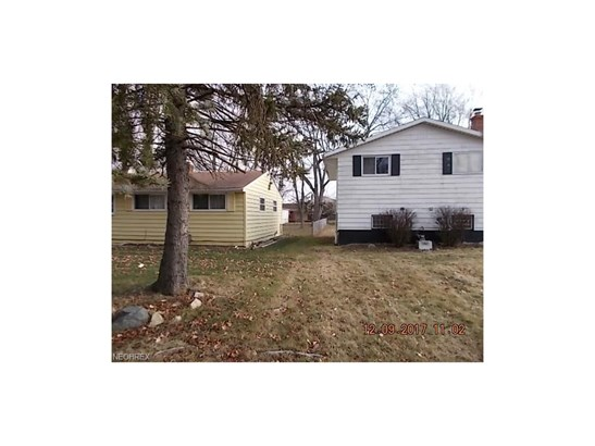 Split Level, Single Family - Bedford Heights, OH (photo 2)