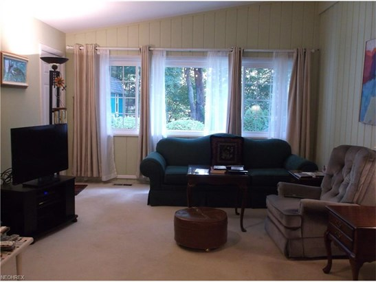 Ranch, Single Family - Olmsted Falls, OH (photo 3)