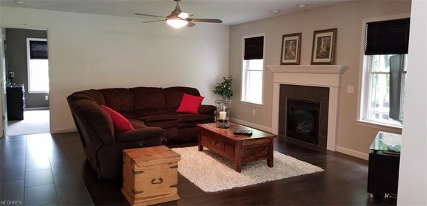 Condominium, Cape Cod,Cluster Home - Wakeman, OH (photo 4)
