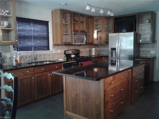 Condominium, Cape Cod,Cluster Home - Wakeman, OH (photo 5)