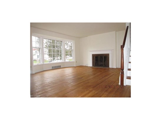 Bungalow,Cape Cod, Single Family - Middleburg Heights, OH (photo 5)
