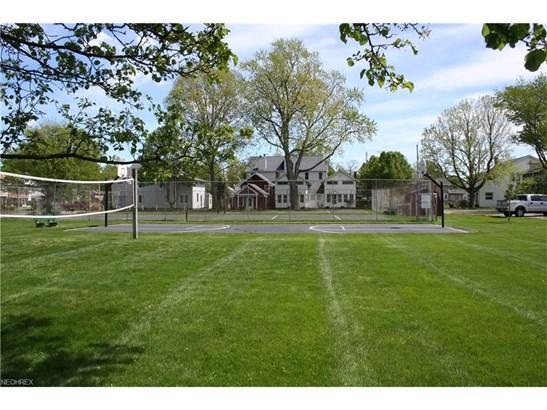 Colonial, Single Family - Huron, OH (photo 2)
