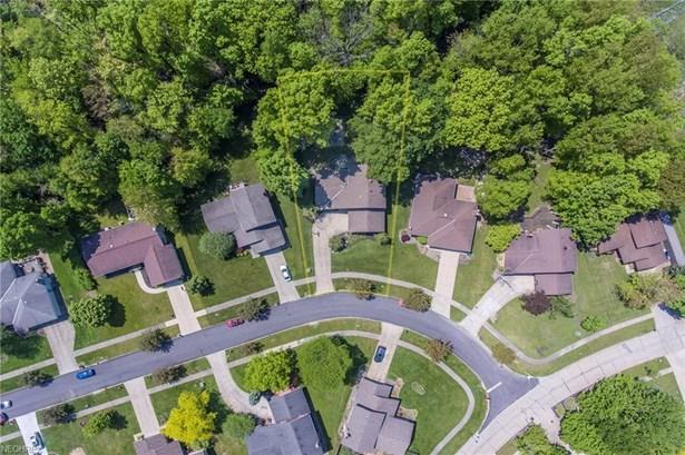 Split Level, Single Family - Seven Hills, OH (photo 3)