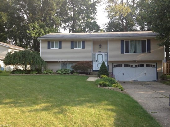 Bi-Level, Single Family - Olmsted Falls, OH (photo 1)