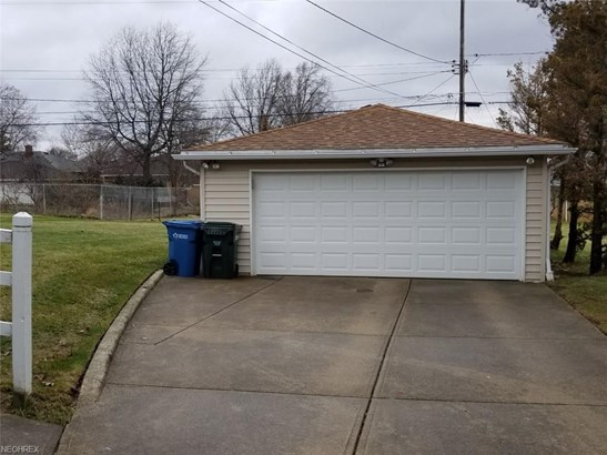 Ranch, Single Family - Cleveland, OH (photo 4)