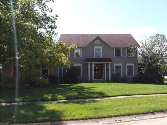 Colonial, Single Family - Huron, OH (photo 1)