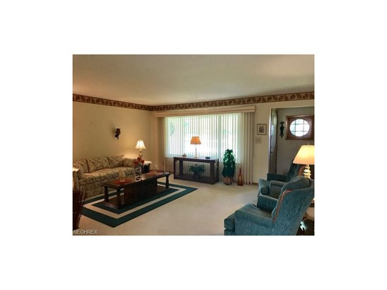 Ranch, Single Family - Middleburg Heights, OH (photo 5)