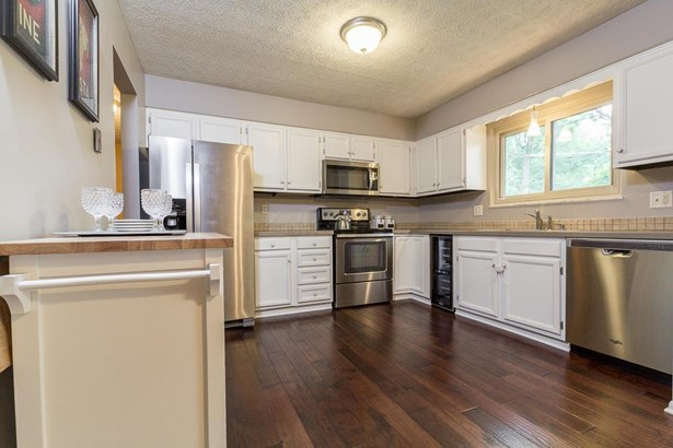 Bi-Level, Single Family Freestanding - Worthington, OH (photo 5)