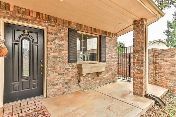 5811 11th Place, Lubbock, TX - USA (photo 2)