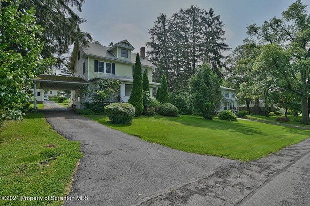 Traditional, Single Family - Clarks Green, PA