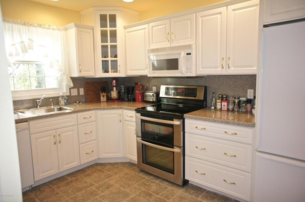 1 Story/Ranch, Residential - Hazle Twp, PA (photo 5)