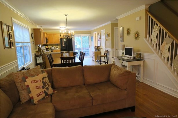 27 Hickory Court 27, Wallingford, CT - USA (photo 3)