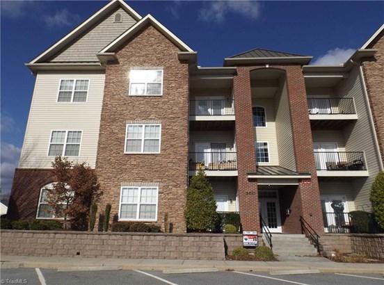 Condominium, Condo Upper - Clemmons, NC