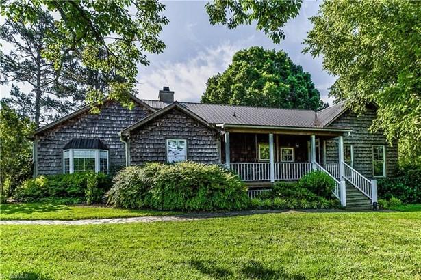 Cottage, Stick/Site Built - Walnut Cove, NC (photo 1)
