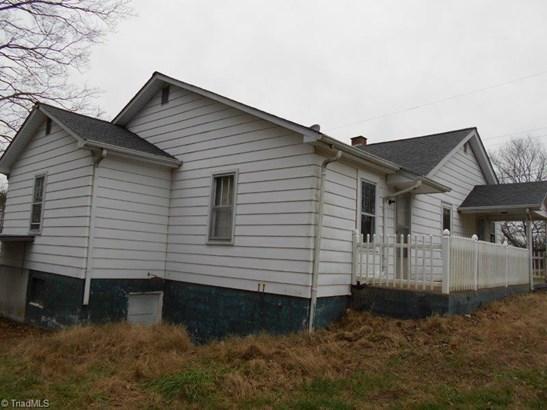 Cottage, Stick/Site Built - Jonesville, NC (photo 4)