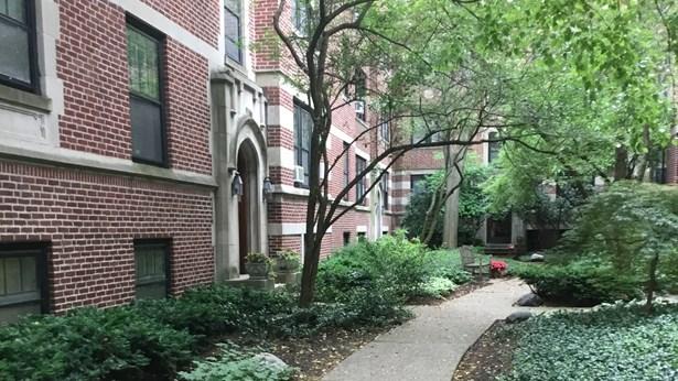 Condo,Courtyard,Low Rise (1-3 Stories),Residential Rental - EVANSTON, IL (photo 1)