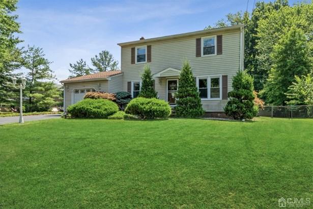 Single Family Residence, Colonial - North Brunswick, NJ
