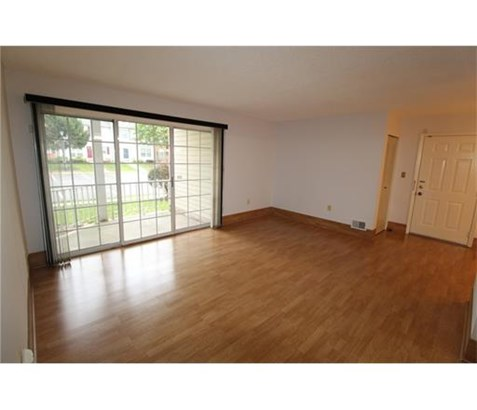 Condo/Townhouse, Contemporary - 1214 - North Brunswick, NJ (photo 3)
