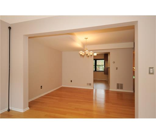 Condo/Townhouse, Contemporary - 1214 - North Brunswick, NJ (photo 4)