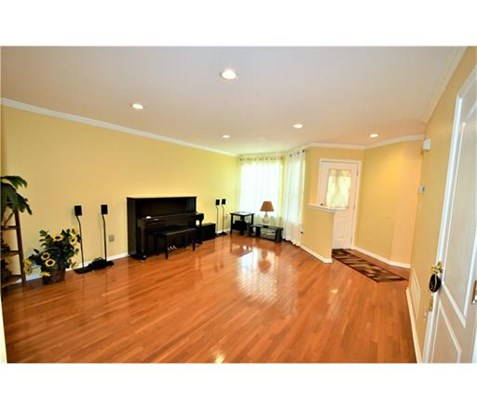 Condo/Townhouse, Colonial - 1214 - North Brunswick, NJ (photo 2)