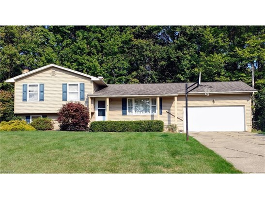 2042 Hemlock Ct, Youngstown, OH - USA (photo 1)