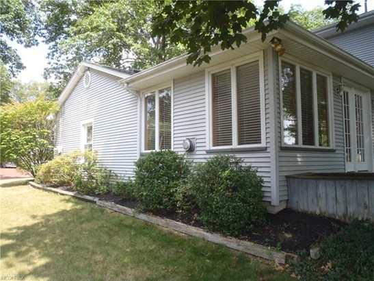 685 Oakridge Dr, Youngstown, OH - USA (photo 3)
