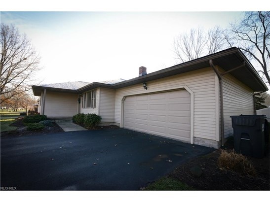 1273 Valley View Dr, Youngstown, OH - USA (photo 2)